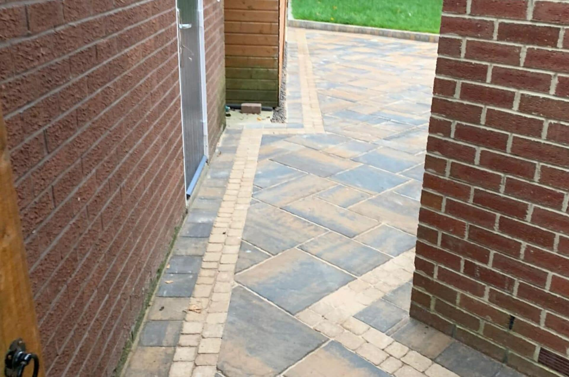 bracken-patio-paving