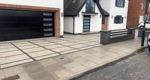 Tobermore Sienna Paving with Charcoal Block